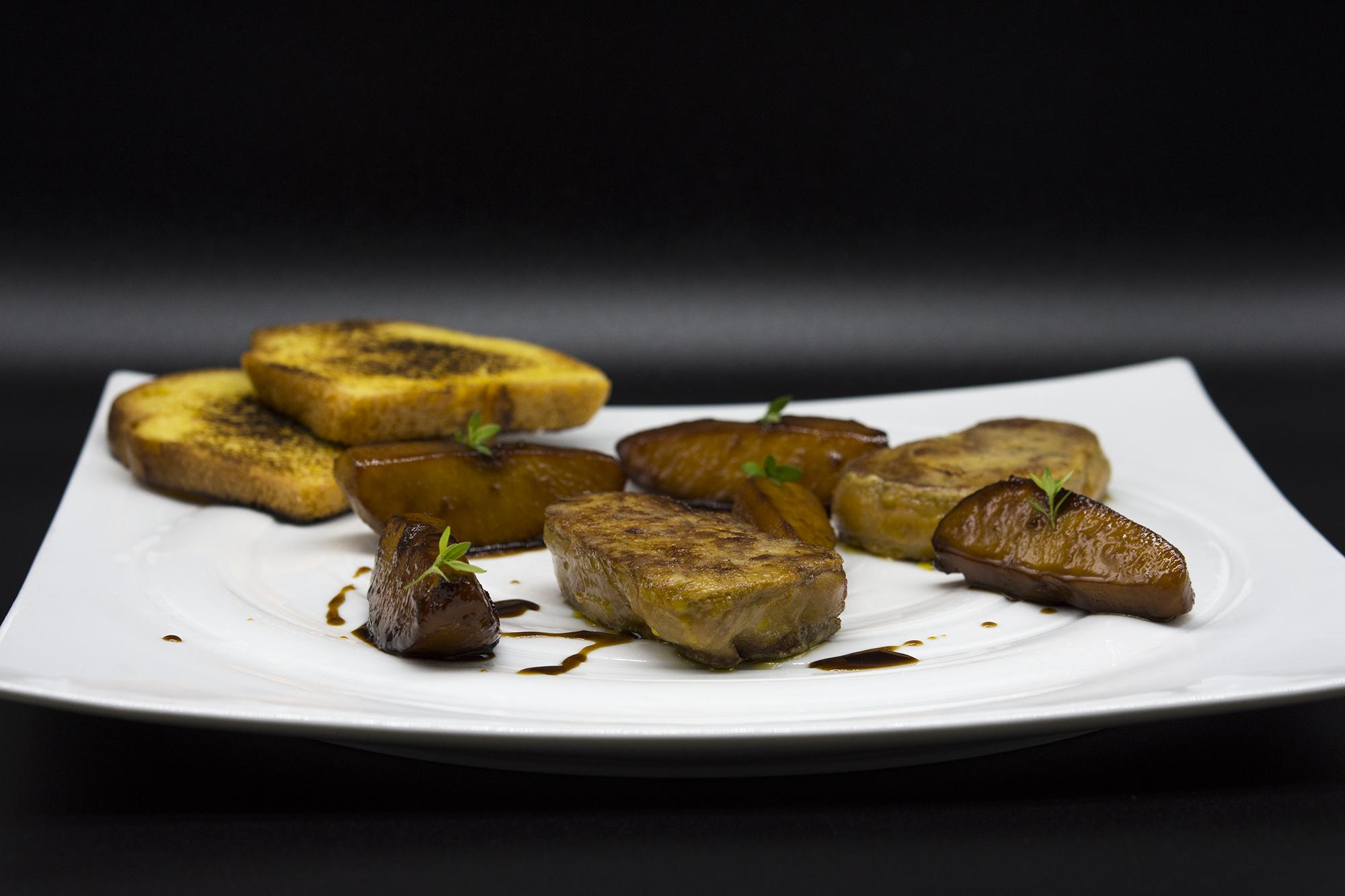 Magret e scaloppa di foíe gras d'anatra con salsa all'uvetta e Marsala  Photo_by_Luca_Belfiore